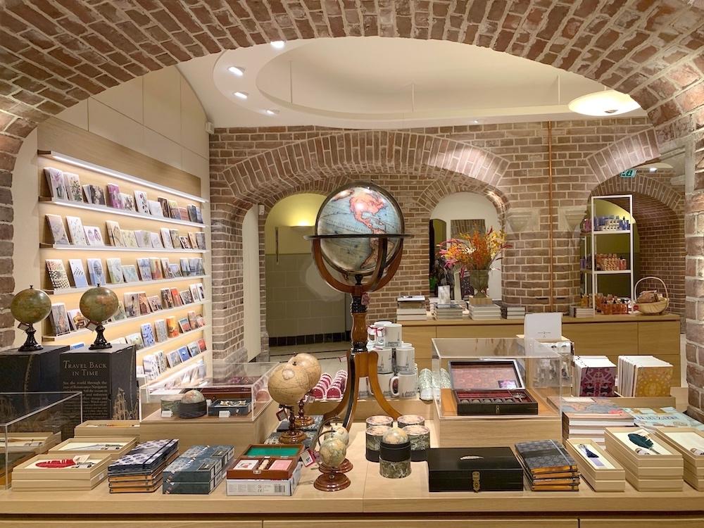 Luxury products zijn belangrijk voor de kasteelwinkel.