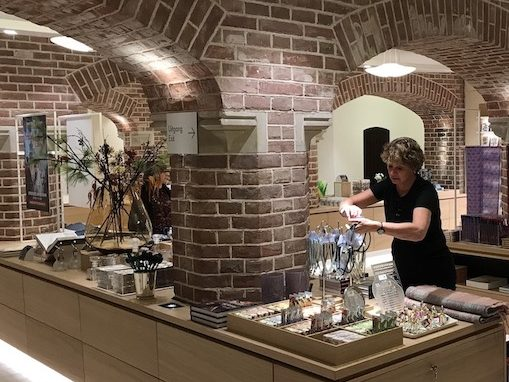 Luxury products voor de kasteelwinkel vertellen het verhaal van het museum.